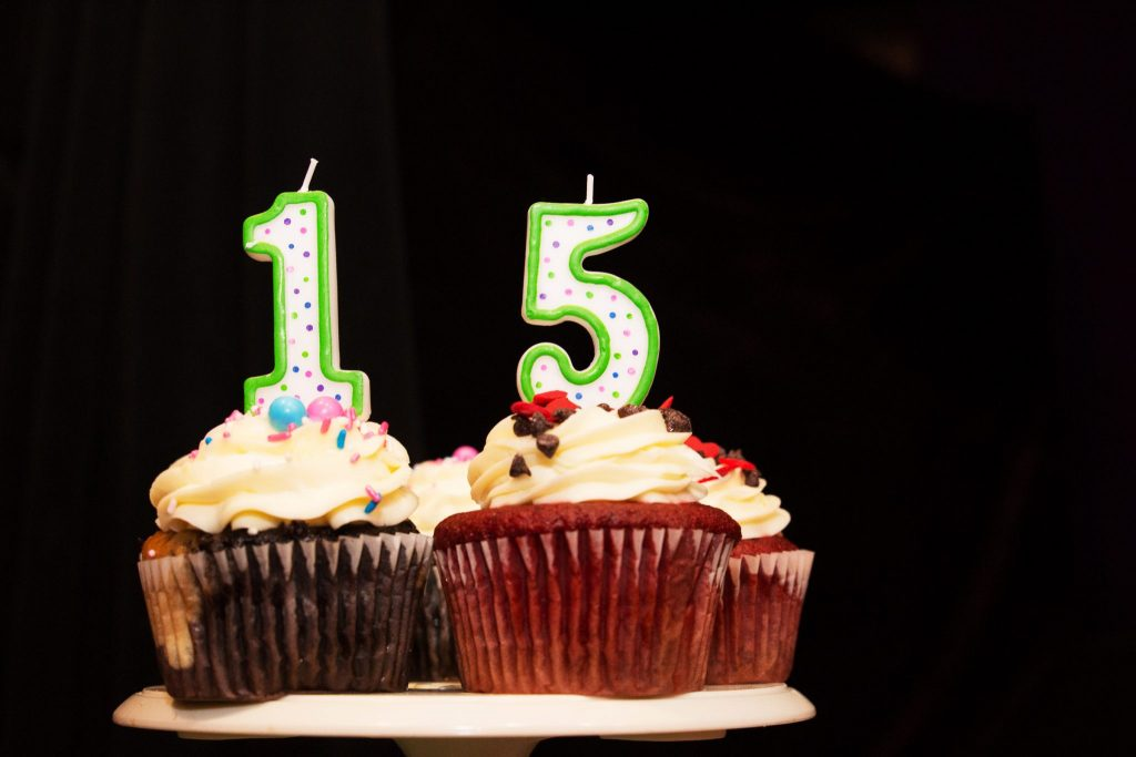 birthday cupcakes with 15 candles