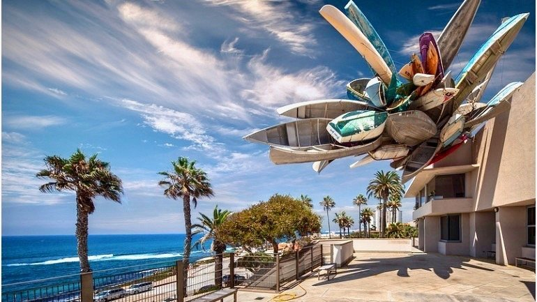 Museum of Contemporary Art La Jolla overlooking beach