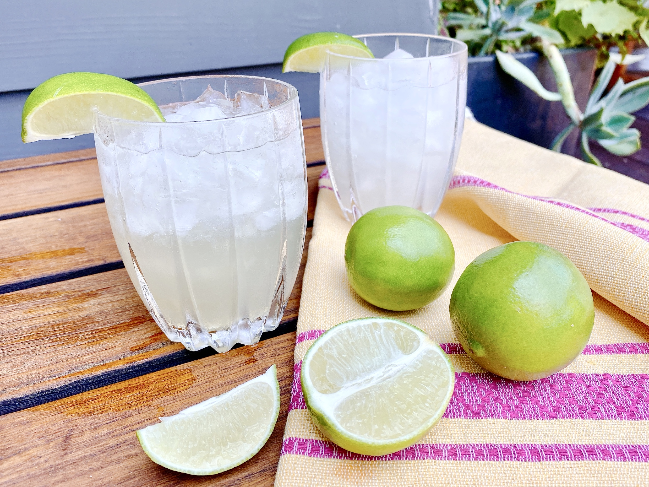 margaritas with fresh lime slices