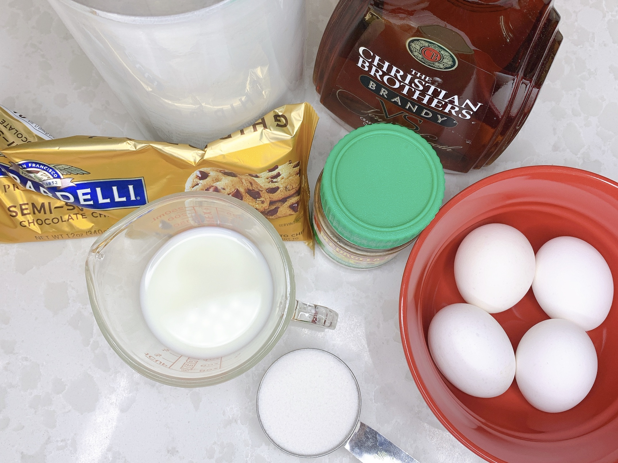 ingredients to make chocolate mousse with brandy