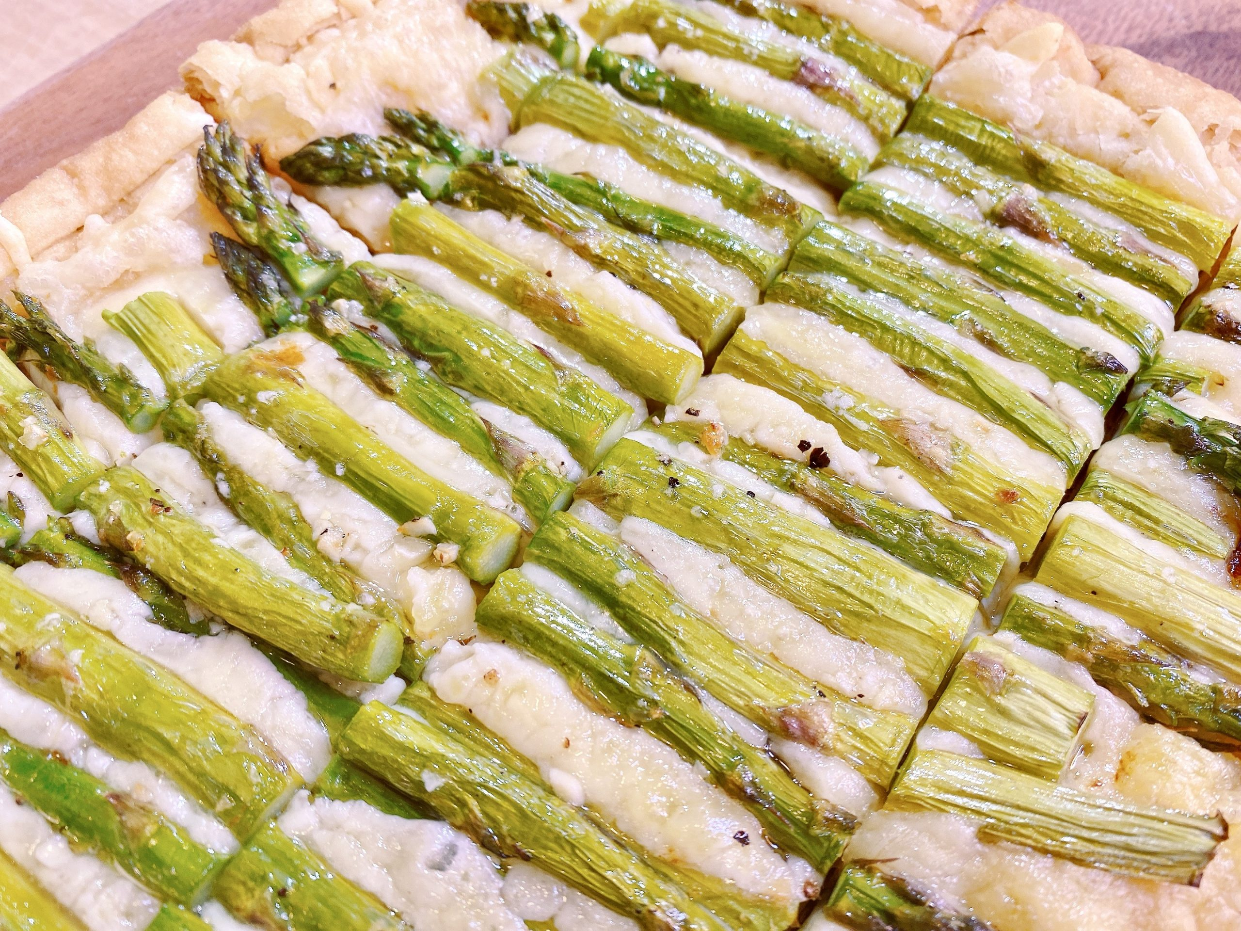recipe for asparagus tart with Swiss cheese and puff pastry dough